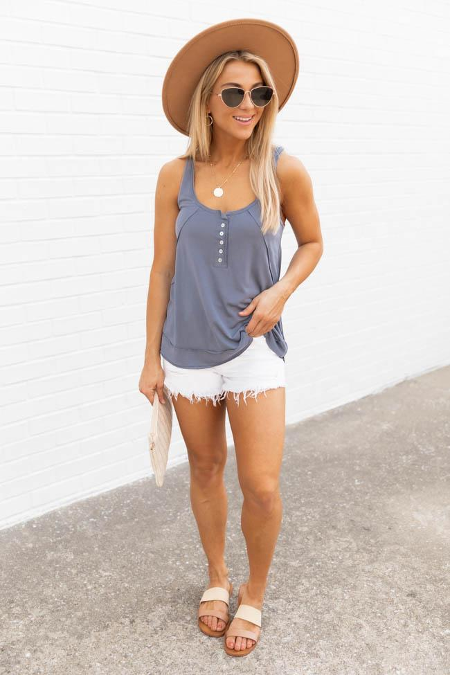 Casual spring outfits with white shorts