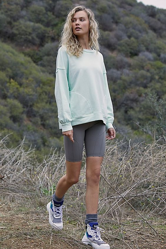 Cute hiking outfits with cycling shorts, summer hiking outfits