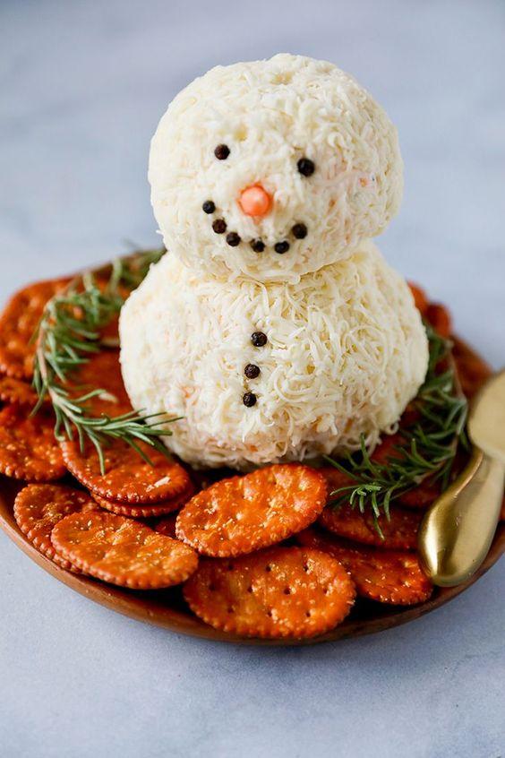 Cute festival Christmas appetizers: Snowman Cheese Ball Appetizer
