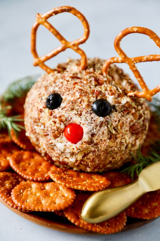 Cute Christmas appetizers: Rudolph Cheese Ball
