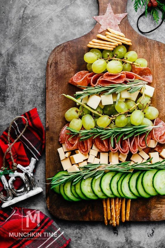 Festive Christmas appetizers: Christmas Tree Cheese Platter Recipe