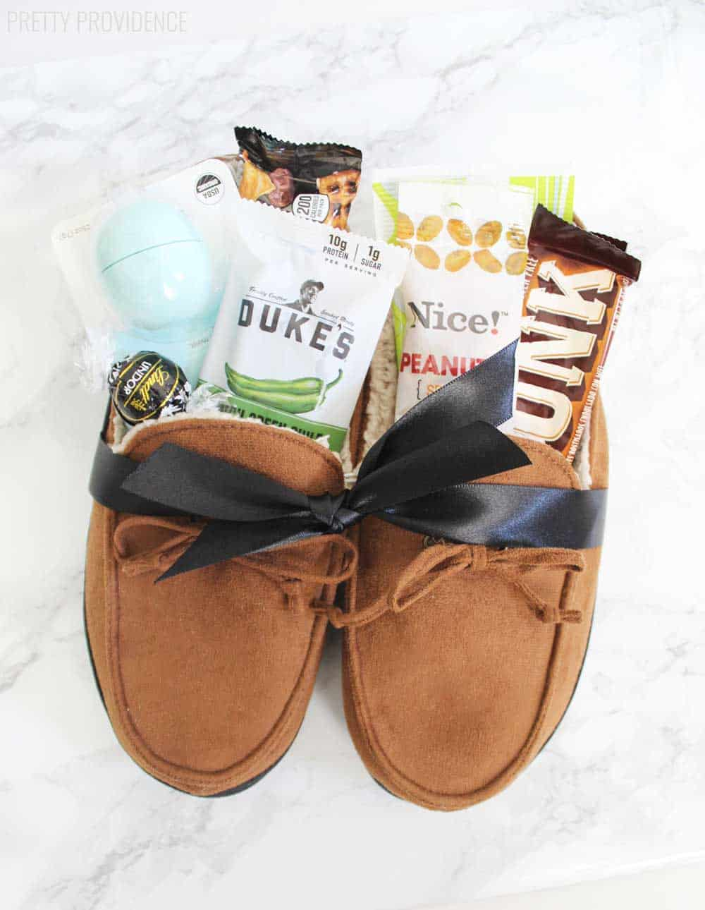 DIY Slippers Christmas Gift Basket Idea