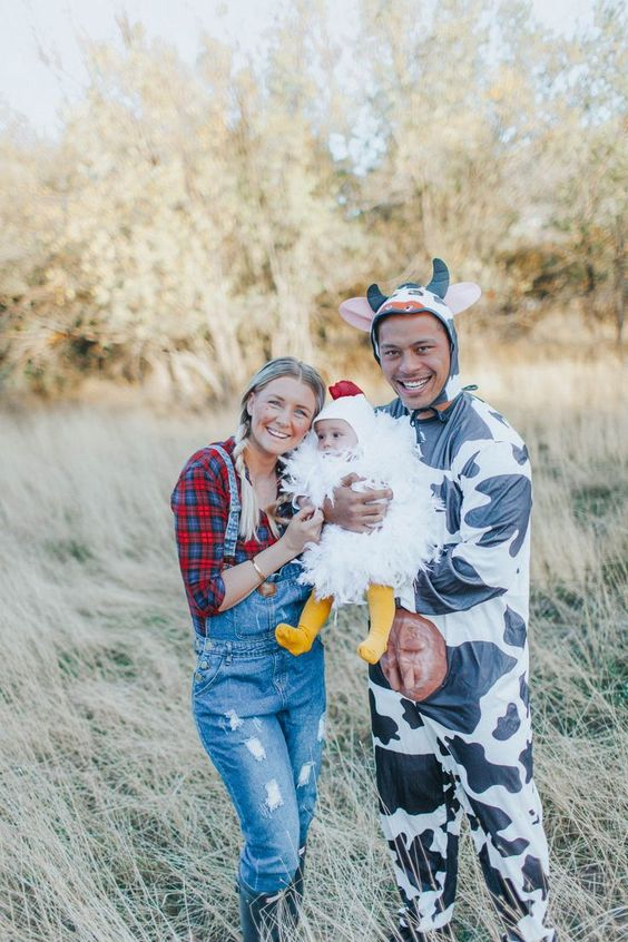 Best family Halloween costumes - farmers family costume with baby