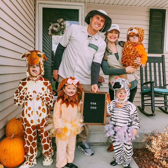 Best family Halloween costumes wit baby - the zoo