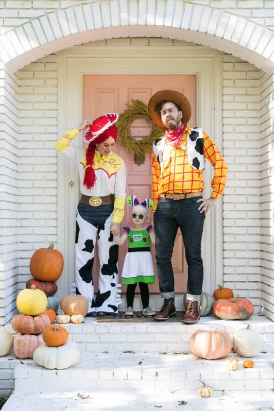 Toy Story family halloween costumes with Woody, Buzz and Jessie