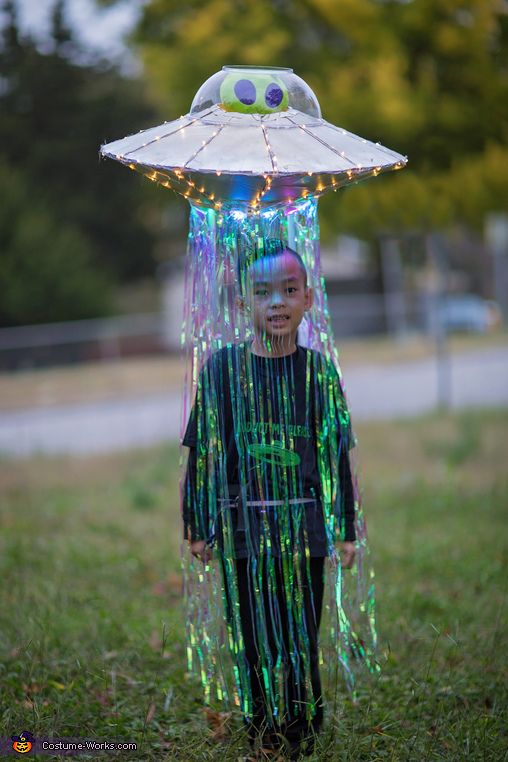 Unique kids costumes - DIY abducted by aliens costume