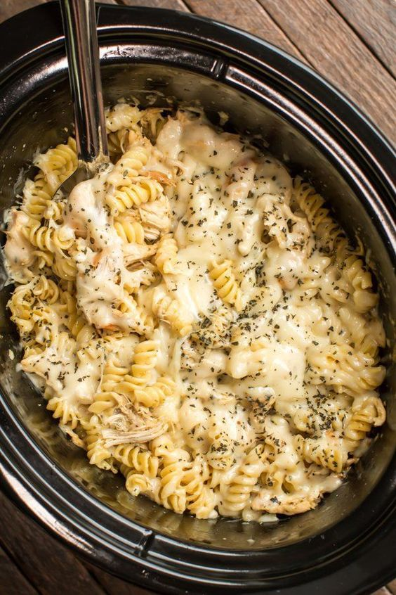 Crockpot Pesto Mozzarella Chicken Pasta