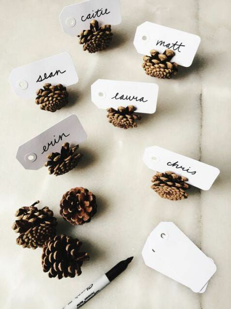 Easy and elegant Thanksgiving table settings with pinecones