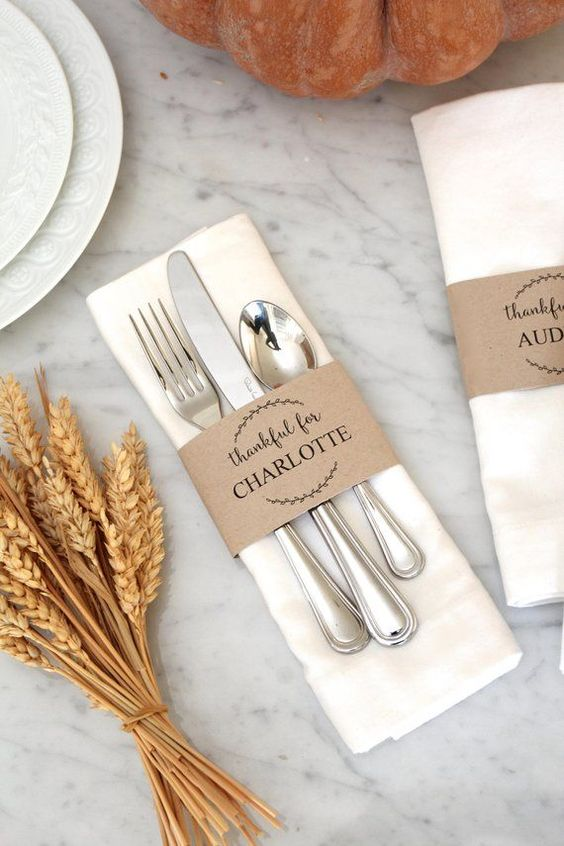 Easy and elegant Thanksgiving table settings with cutlery - rustic Thanksgicing table settings