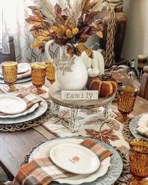 Rustic and elegant Thanksgiving table settings and Thanksgiving centerpieces
