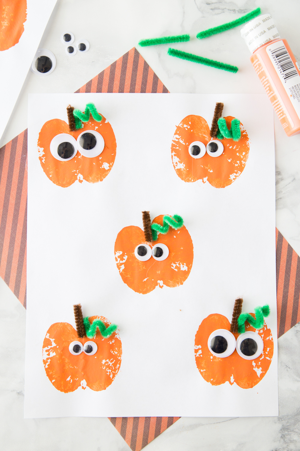 Easy Thanksgiving crafts for kids: Apple Stamping Pumpkin Craft