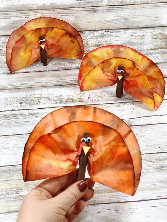 Easy Thanksgiving crafts for kids: Coffee Filter Turkeys