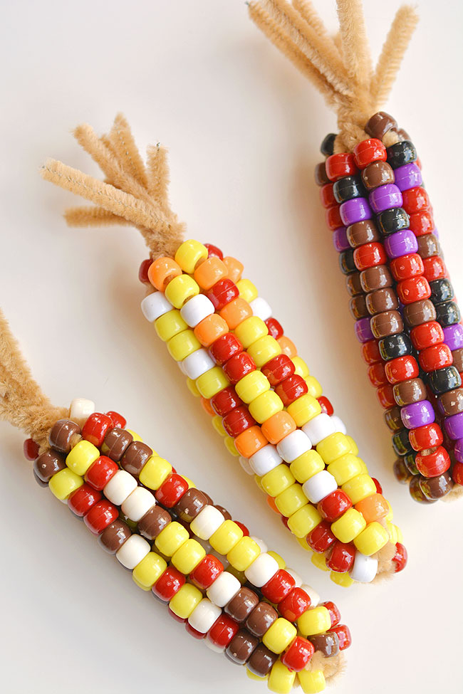 Easy Thanksgiving crafts for kids: Beaded Pipe Cleaner Indian Corn
