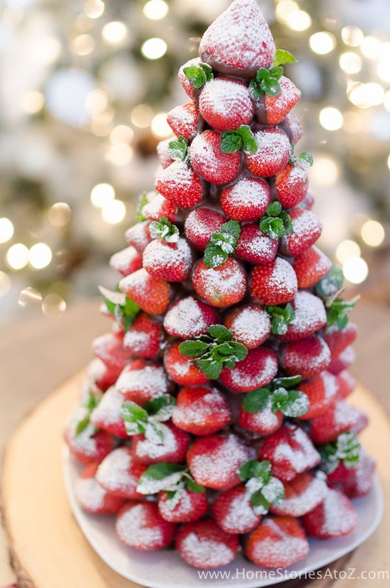Easy Christmas treats: Chocolate Covered Strawberry Christmas Tree