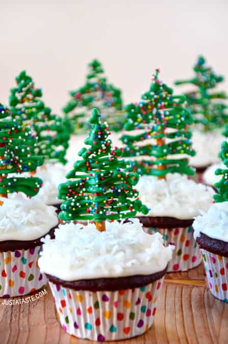 Christmas Tree Cupcakes with Cream Cheese