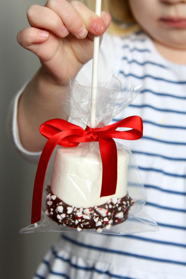 Easy Christmas treats: Giant Chocolate-Dipped Marshmallows