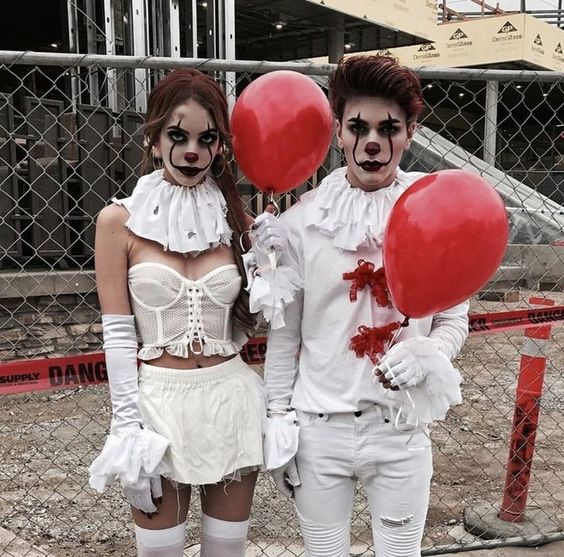 Scary Pennywise Halloween costumes for couples