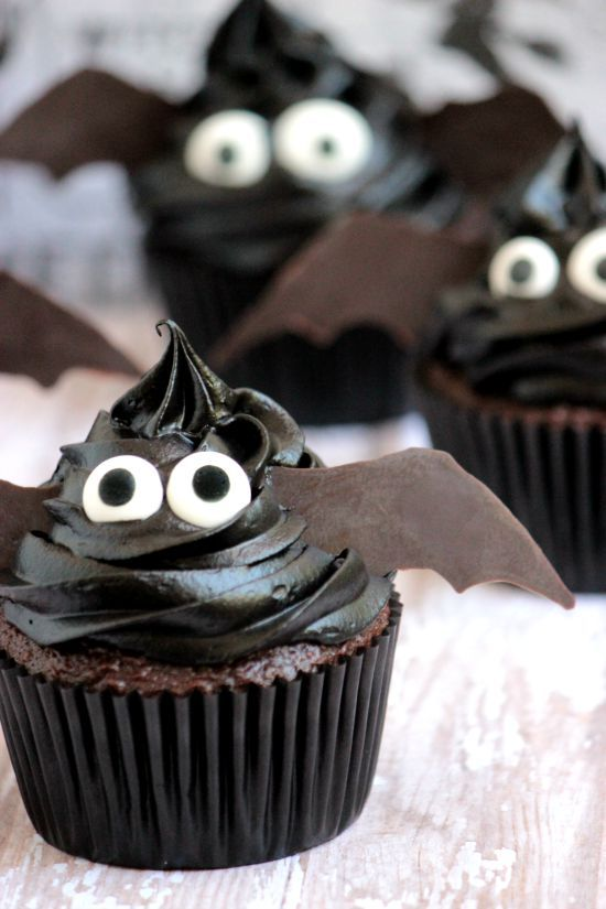 Bat Halloween Cupcake Ideas