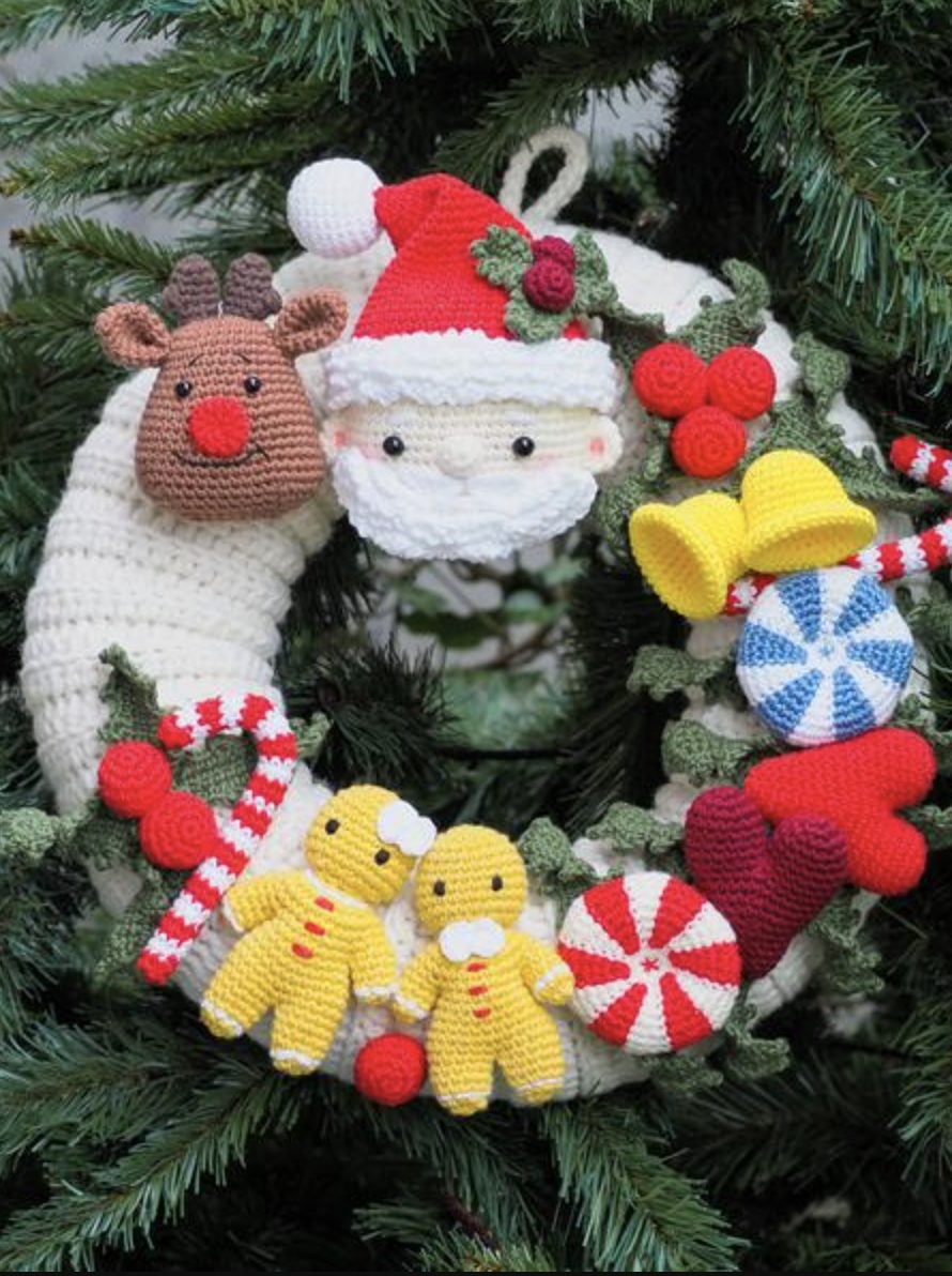 Crochet Christmas Wreath with Santa, Rudolph and gingerbread men