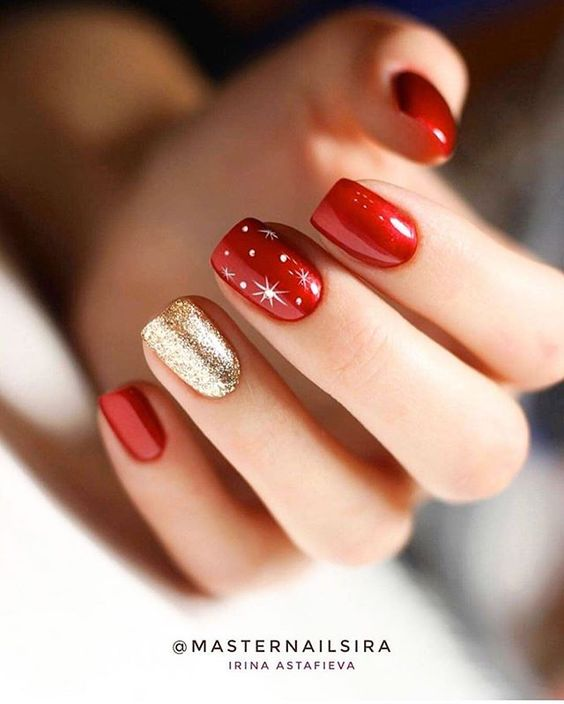 Short red and gold Christmas nails
