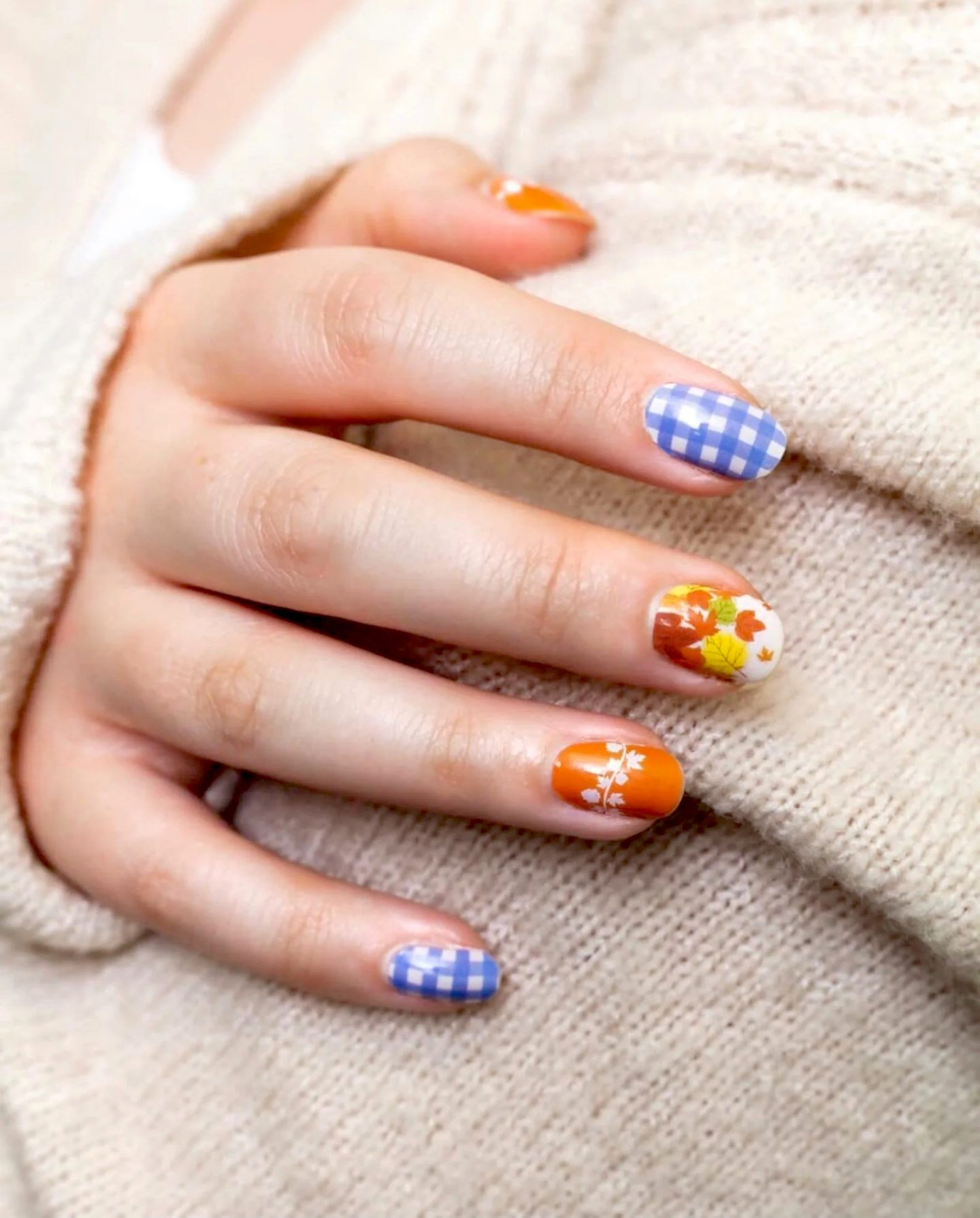 Short fall nails with blue gingham plaid