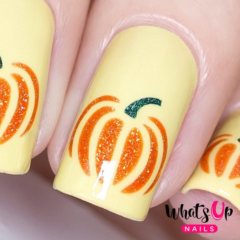 Pumpkin nail art for autumn