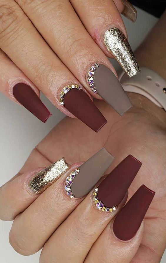 Matte burgundy coffin nails for fall