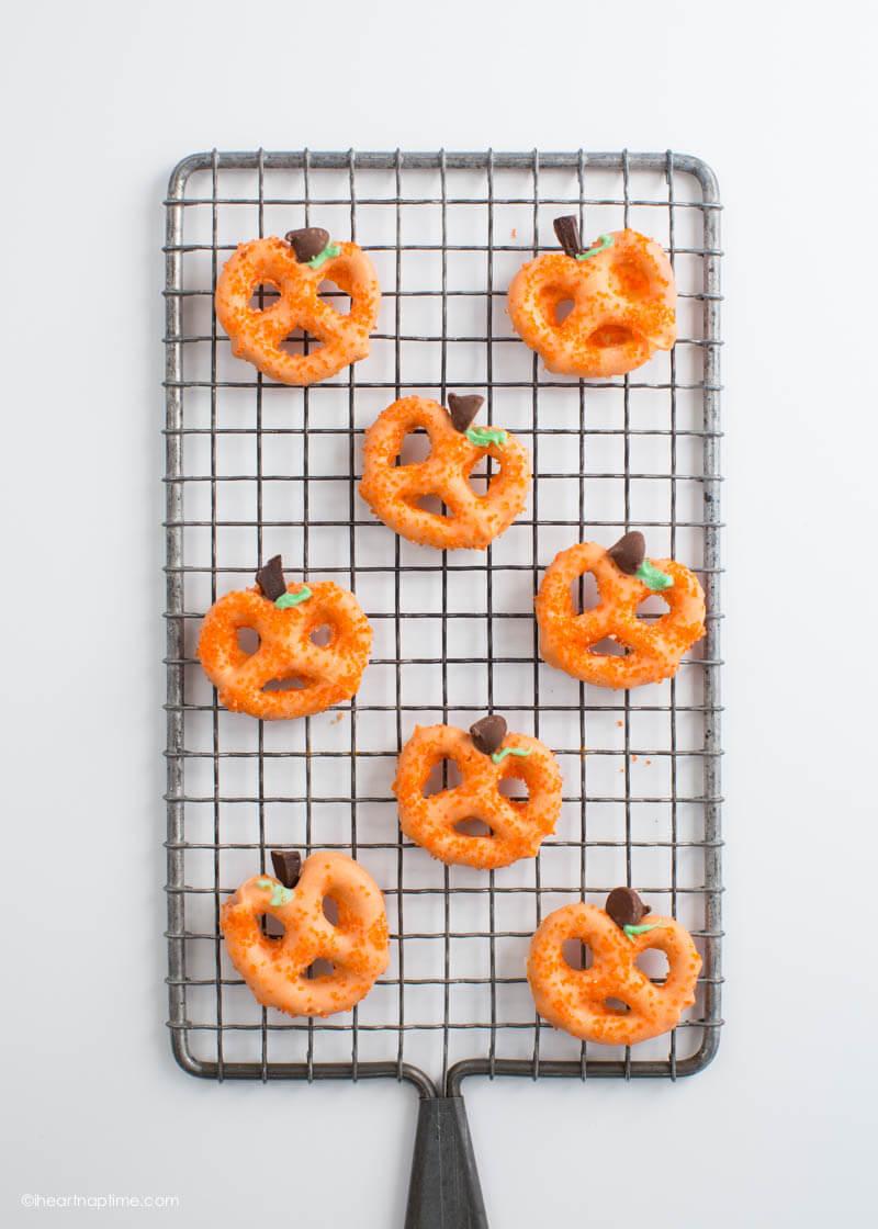 Adorable Chocolate Covered Halloween Pretzel Pumpkins