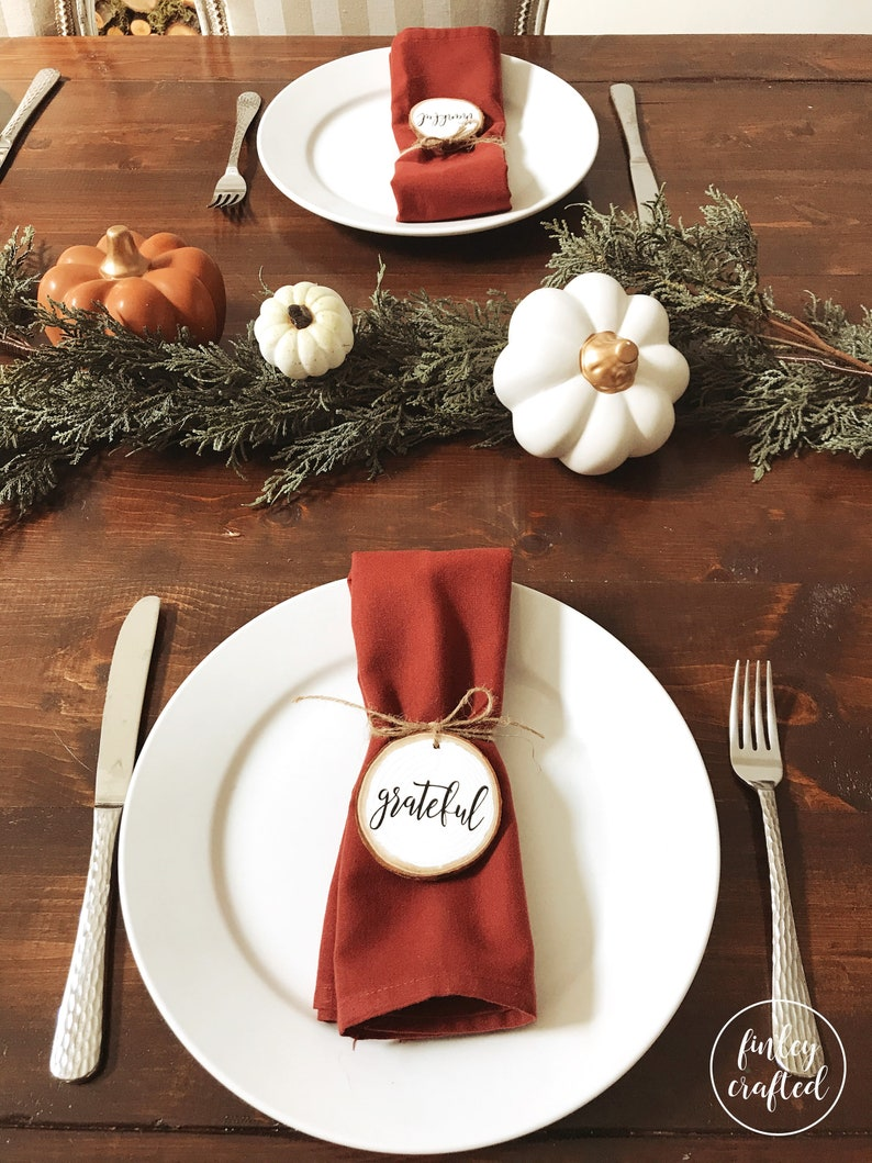 Cute rustic Thanksgiving tablescapes