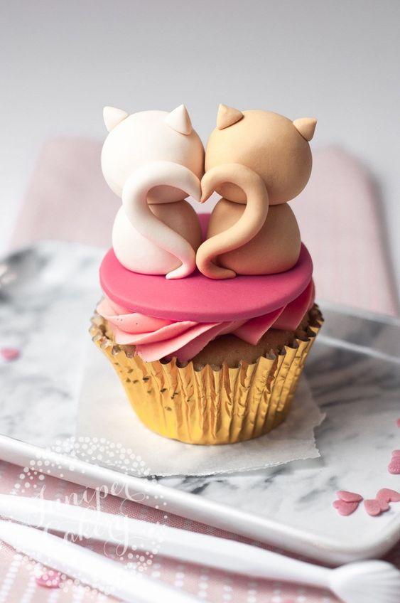 Cute Valentine's Cupcakes: Cat Cupcakes