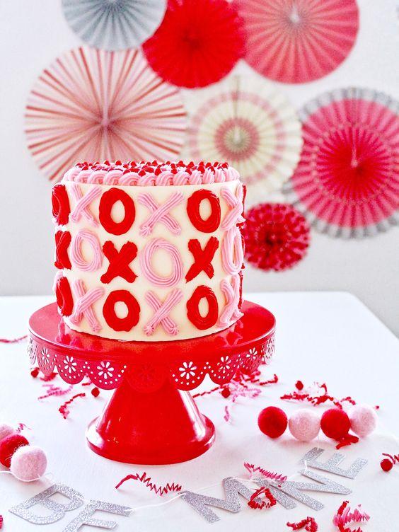 Cute Valentine's Cake Ideas: XO Cake