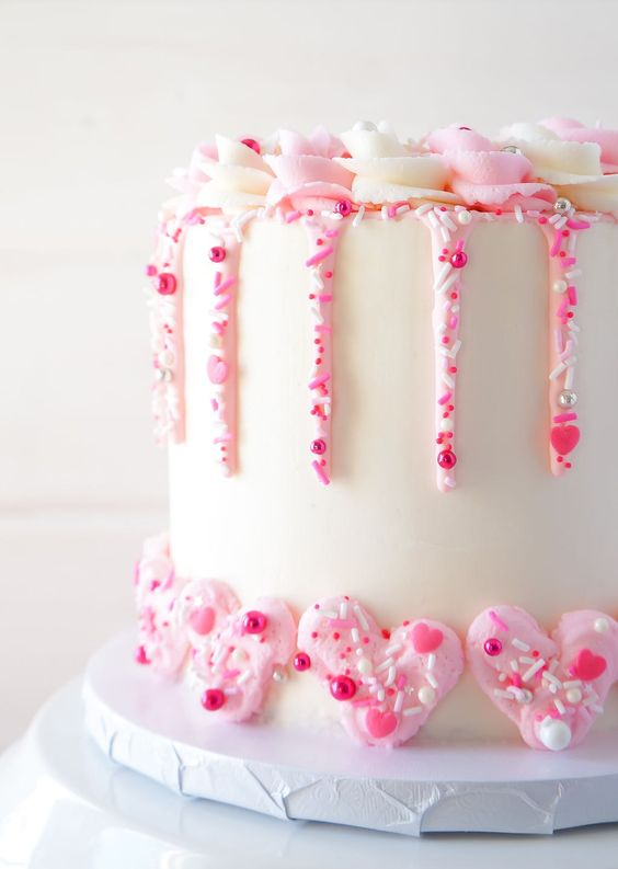 Cute Valentine's Cake Ideas: Champagne Strawberry Cake