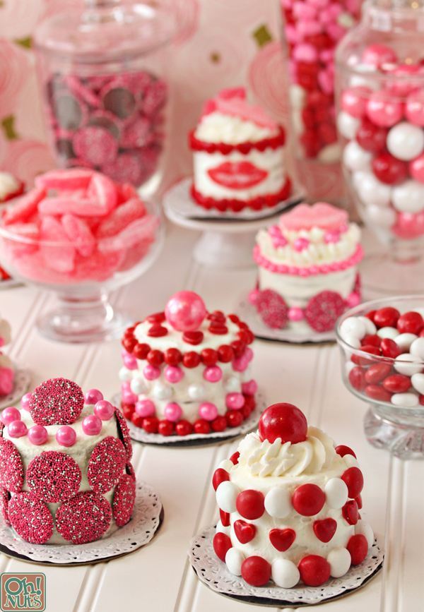 Easy And Cute Valentine's Day Mini Cakes