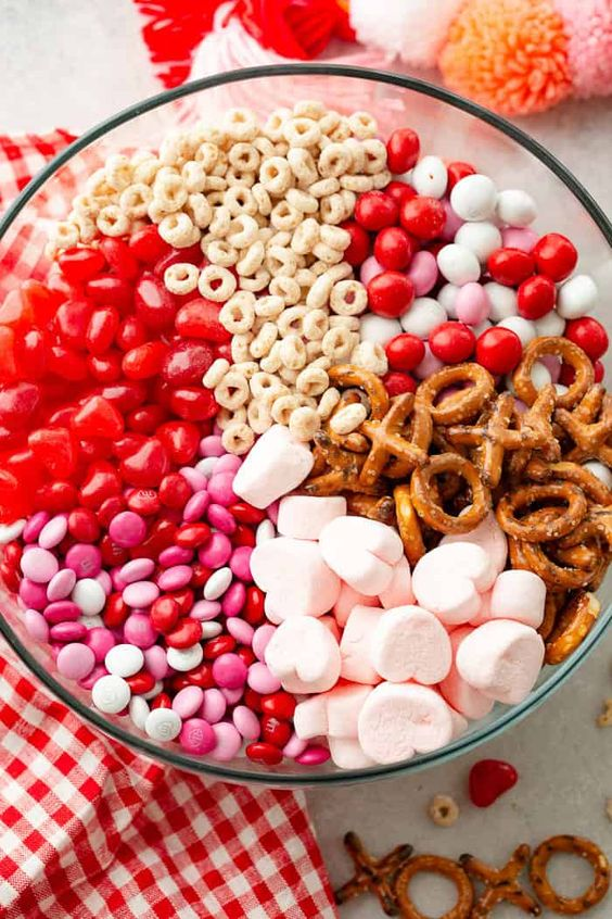 Easy 5 Minute Valentine's Day Treat Snack Mix