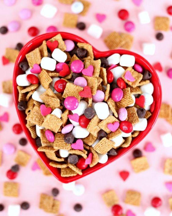 Easy Valentine's Treats: S'mores Snack Mix