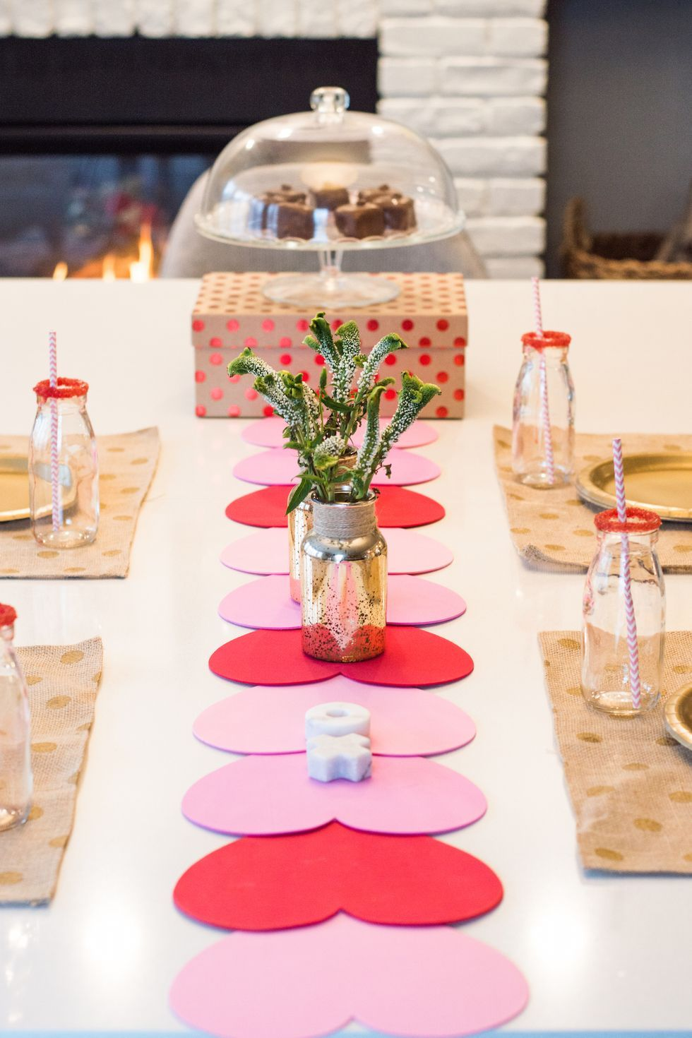 Easy DIY Valentine's Day decor ideas and Valentine's decorations: Heart table runner