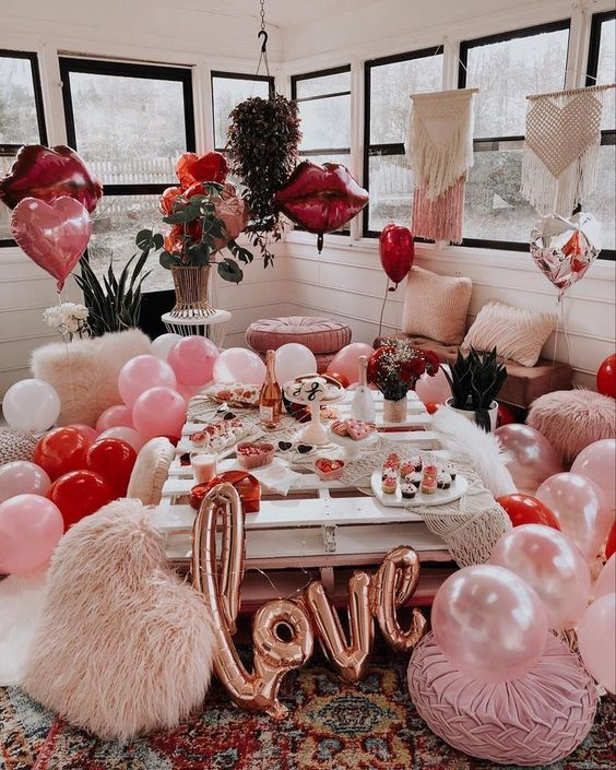 Easy Valentine's decorations with balloons