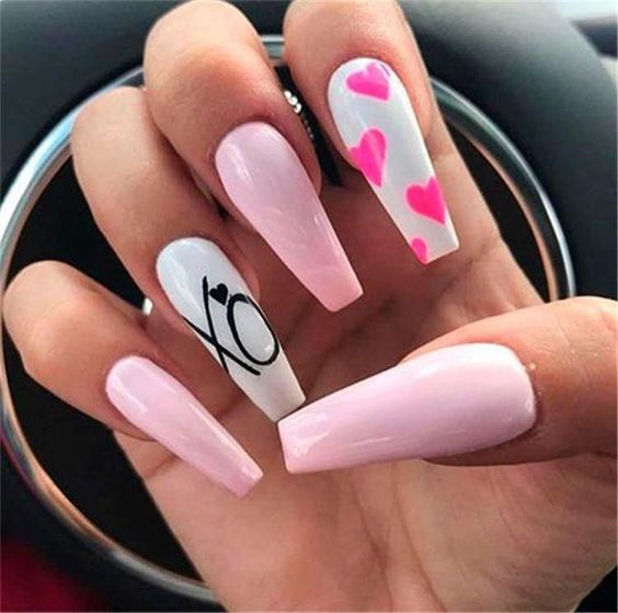 Cute white and pink Valentine's day nails acrylic ideas
