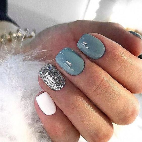 Short grey winter nails with glitter and white color