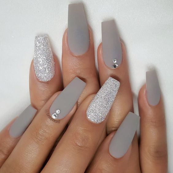 Grey acrylic coffin nails with glitter