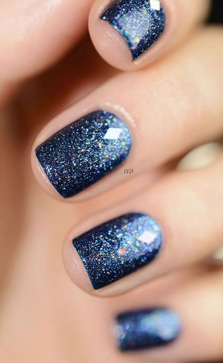 Blue ombre nails - cute winter nails with glitter