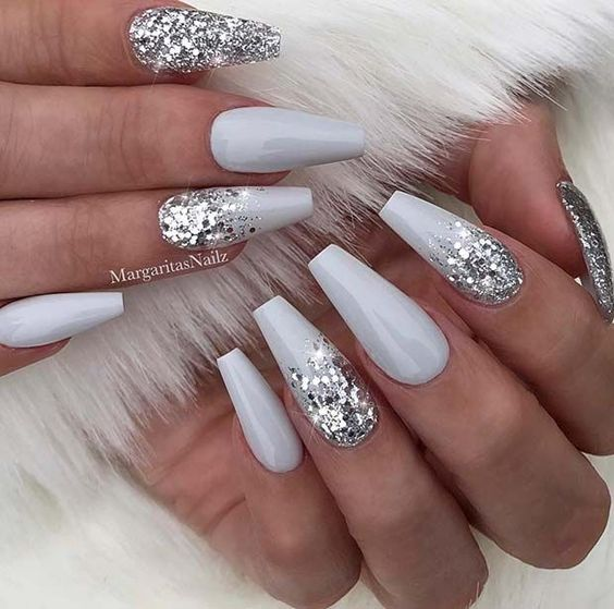 Sparkly grey winter nails
