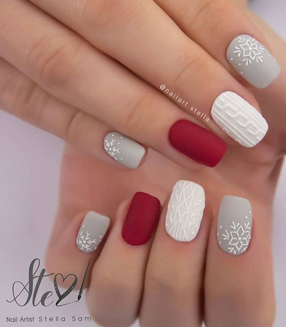 Short Christmas nails with red, grey, white and snowflakes