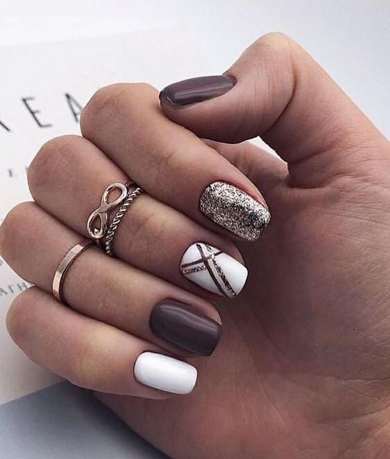 Cute white winter nails with brown