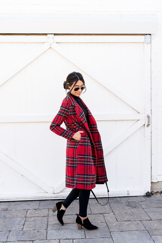 Casual Christmas outfit ideas with plaid coat