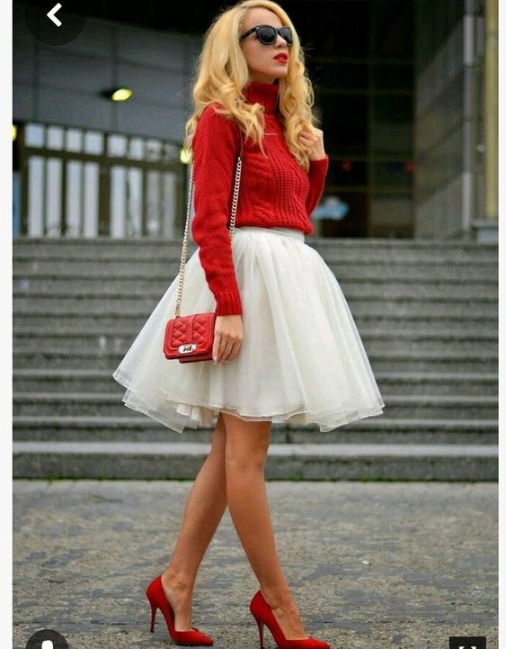 Classy Christmas party outfit ideas with tulle skirt