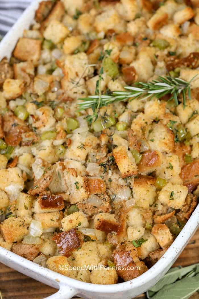 Easy & Classic Thanksgiving Stuffing