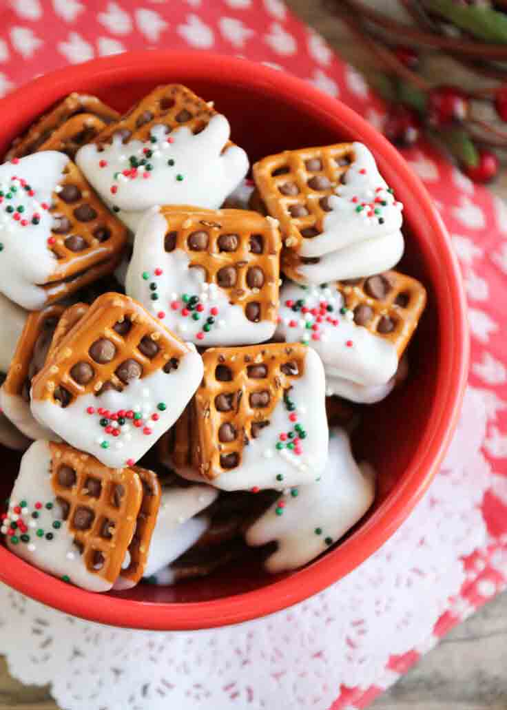 Easy homemade Christmas candy recipes: Rolo Pretzel Sandwiches