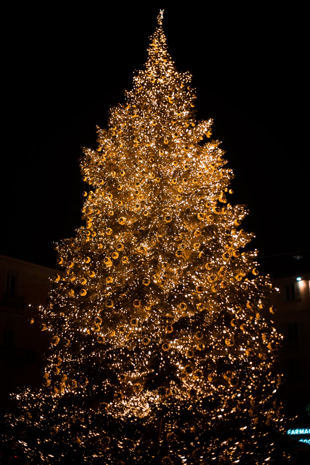 Gold Christmas tree wallpaper for iphone