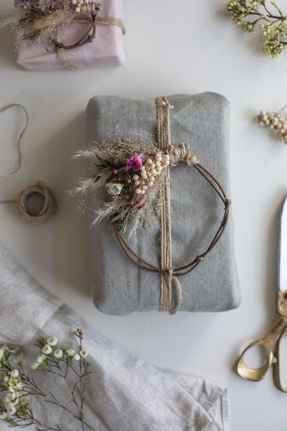 DIY elegant mini wreath gift wrapping idea